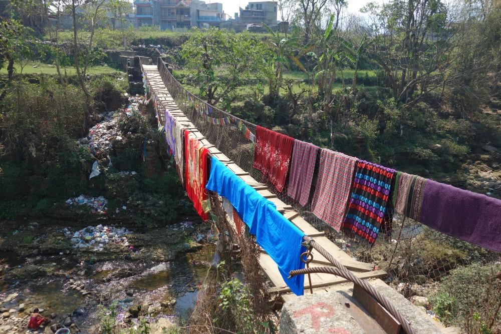 Das ist Nepal pur! Auf dem Weg zur World Peace Pagoda.