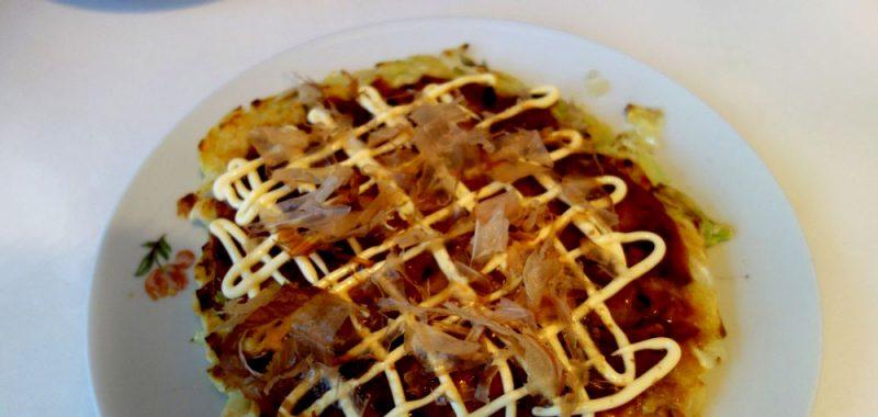 Okonomiyaki (jap. お好み焼き)