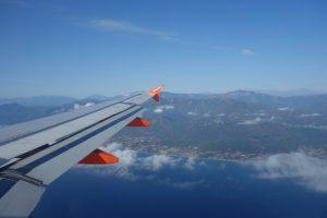 Blick auf Korsika aus dem Flugzeug