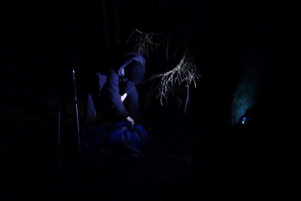Zeltaufbau bei Nacht