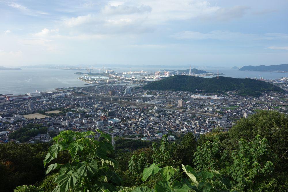 Blick auf Utazu vom Berg Aonoyama